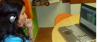 U moet een werkende headset naar Spaans online leren